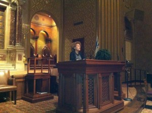 Irit Rosenblum giving the sermon at Rodeph Shalom with Beth Ahava